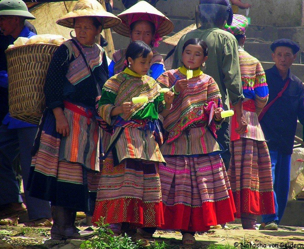 Ice-lollies-Flower-Hmong-women-Bac-Ha-market-Vietnam