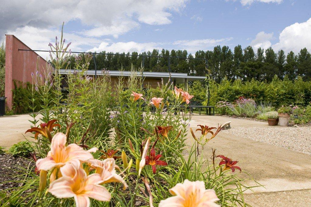 Burgundy garden, Les Jardins de Colette