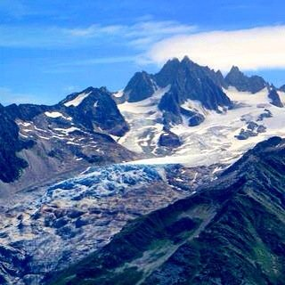 Tour du mont blanc glacier views