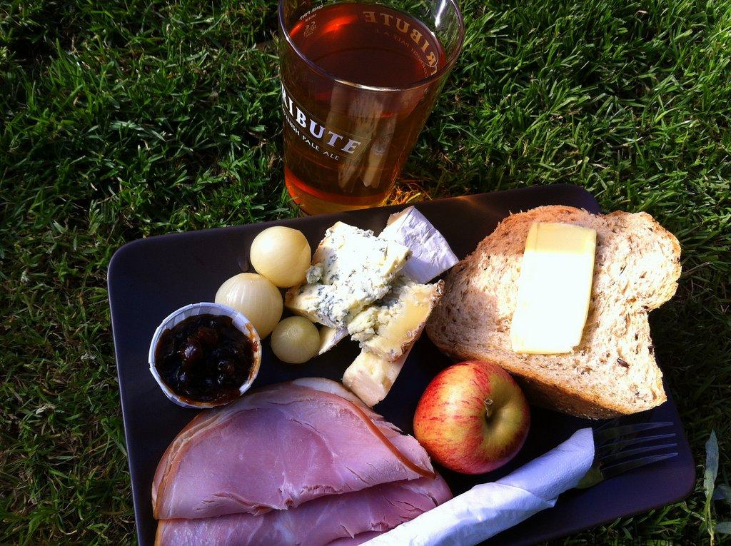 english-pubs-ploughmans-lunch