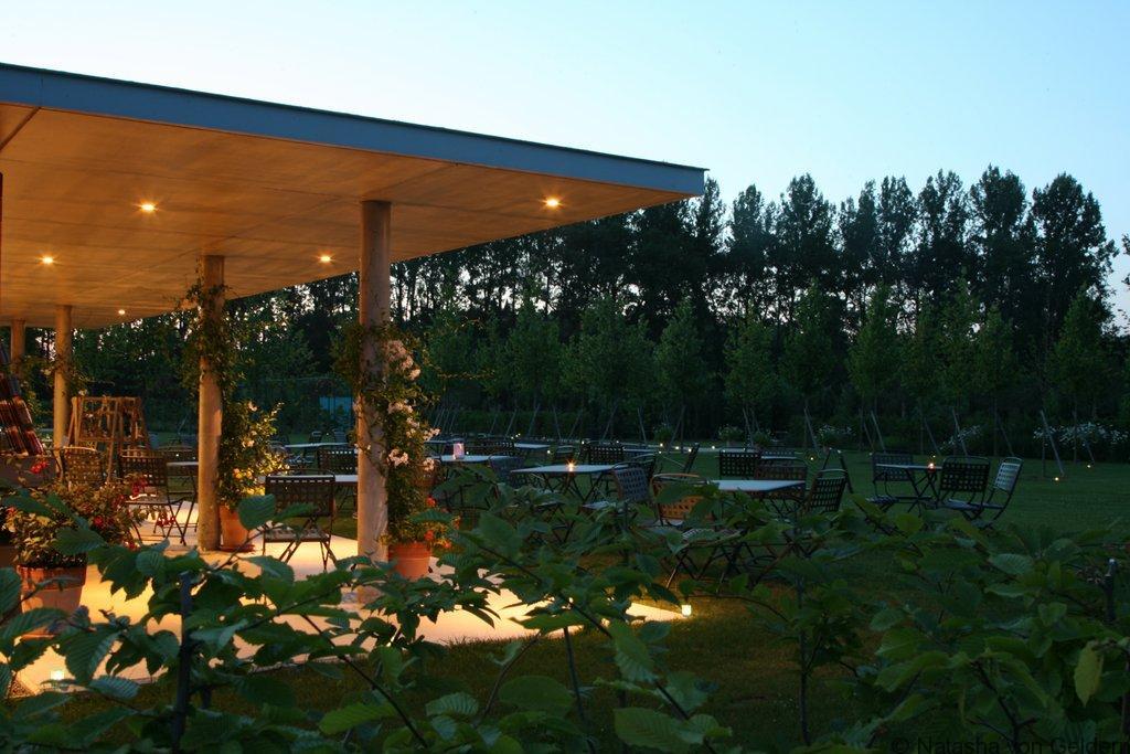 Terrasse salon de thé Jardins de Collette France